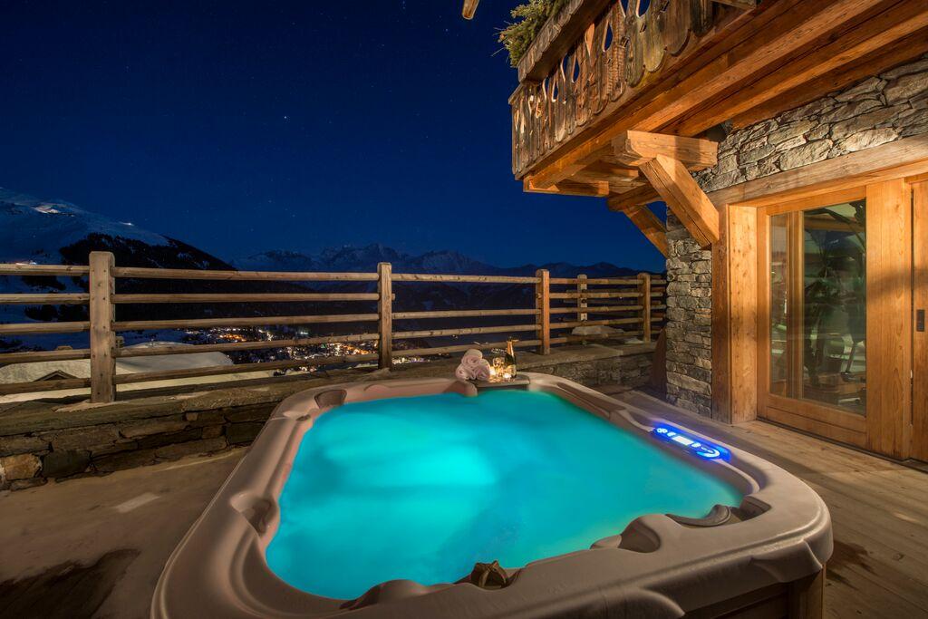 hot tub under the skies