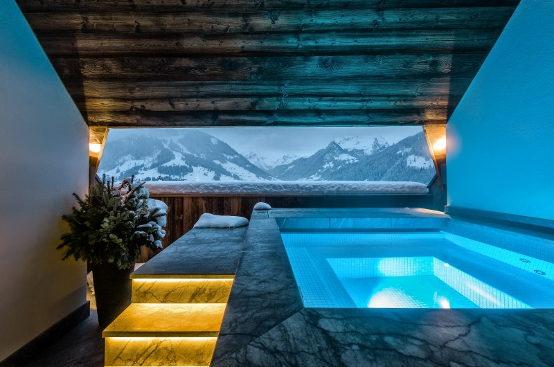 The stunning terrace hot tub in The Panorama Suite