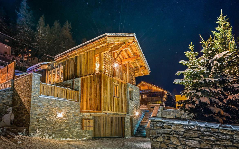luxury chalet val d'isere, luxury ski chalet, val d'isere luxury ski chalet, chalet husky
