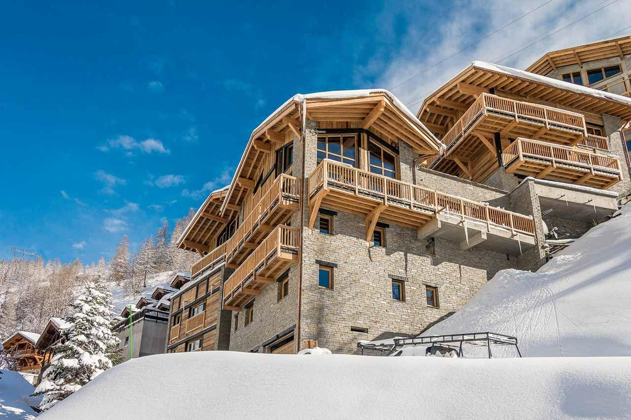 Chalet Tango Charlie in the snow, Tignes Les Brevieres