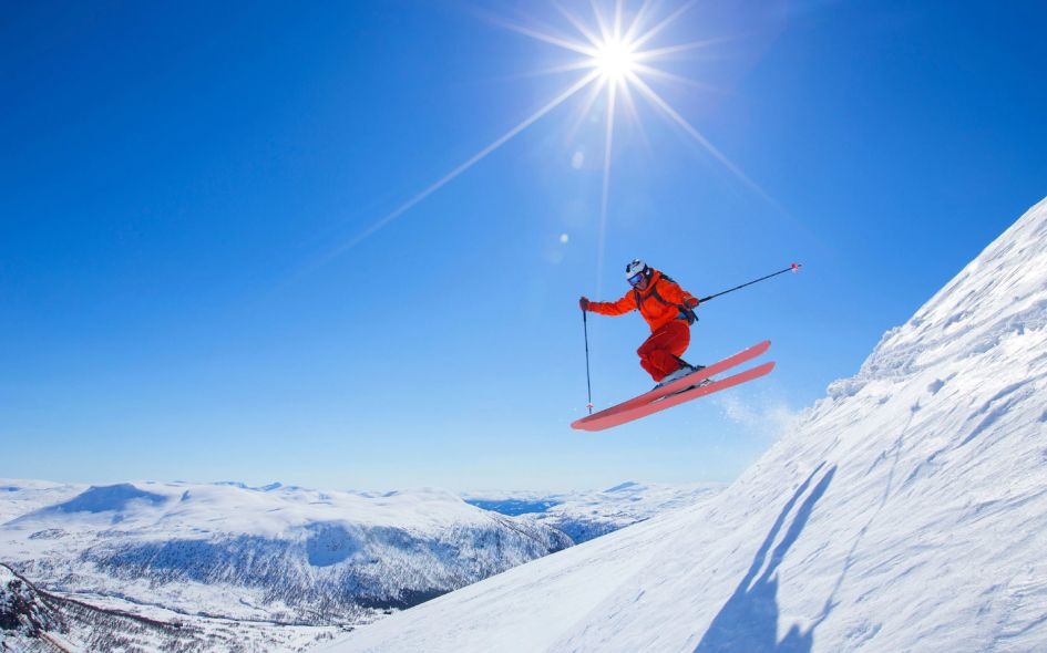 Top tips on how to convince your non-skier friends to want to go on a ski holiday