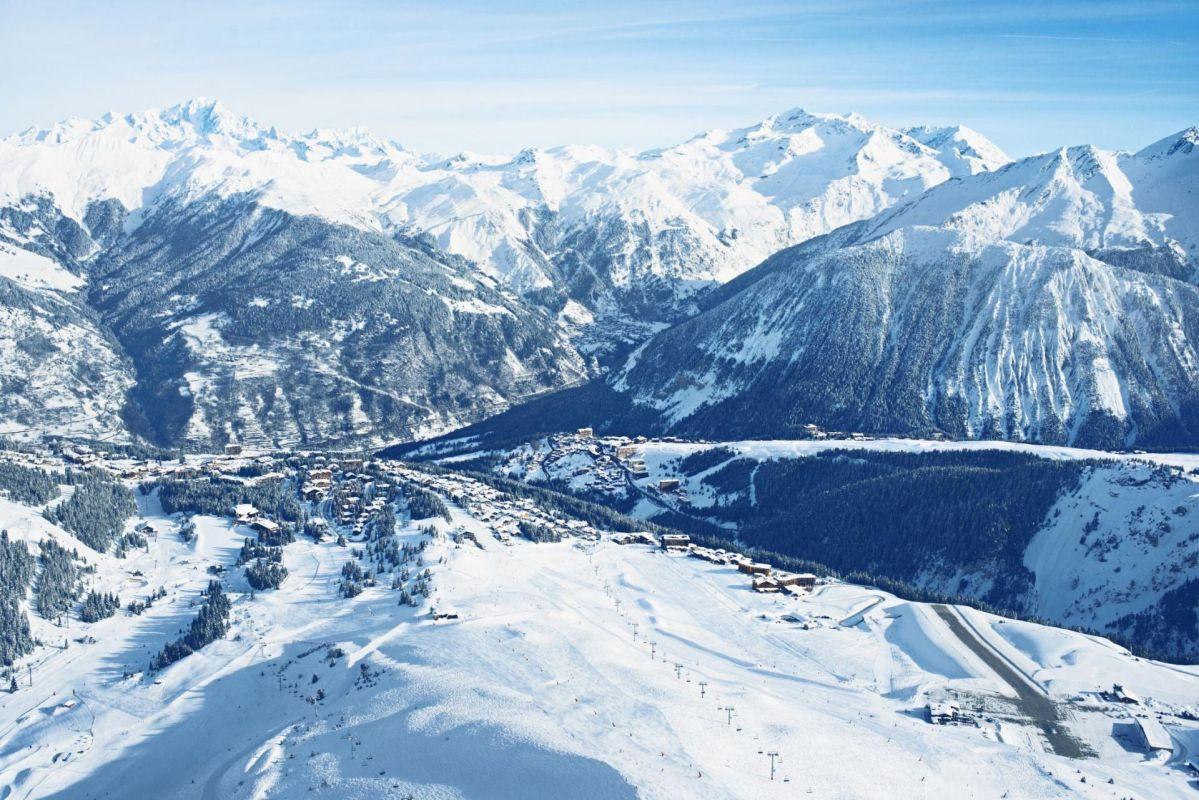 Courchevel La Tania, Skiing in La Tania, La Tania luxury ski chalet, luxury chalet La Tania, Guide to Courchevel