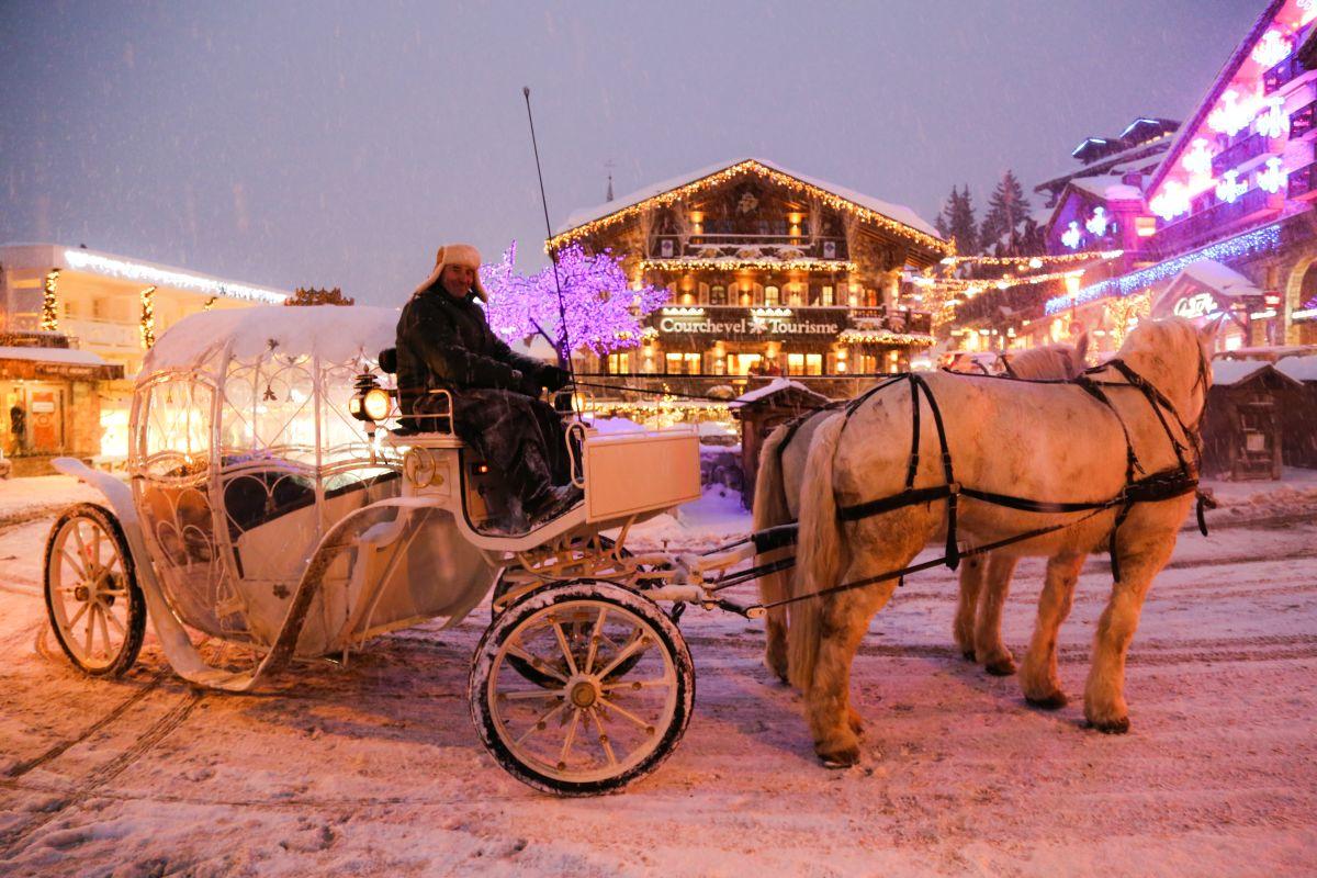 Courchevel 1850, skiing, luxury ski chalet Courchevel 1850, Courchevel 1850 luxury ski holiday, ski holiday Courchevel 1850