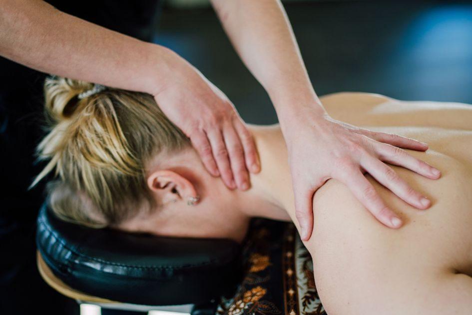 massage, health and wellness, sports massage, shoulder massage, neck massage, deep tissue massage, Mobile Mountain Massage