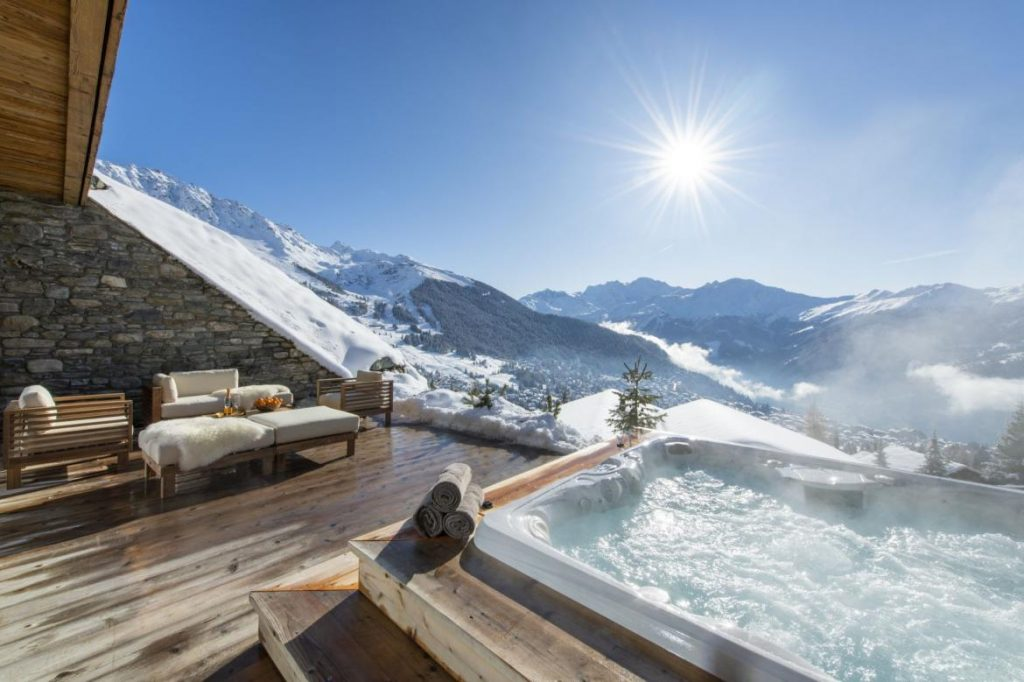outdoor-hot-tub-at-chalet-calima