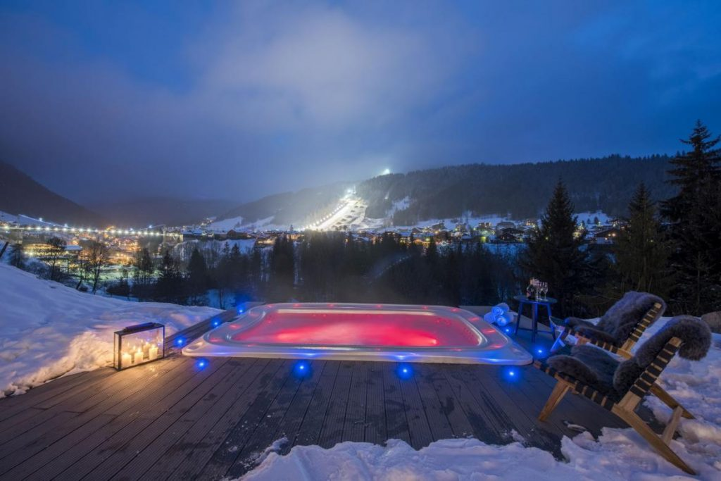 chalet-sapphire-gem-morzine-view-at-night