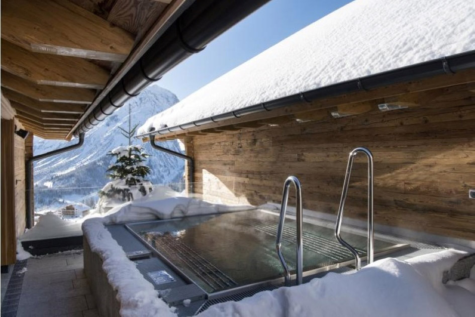 private-outdoor-hot-tub-at-chalet-mimi-lech