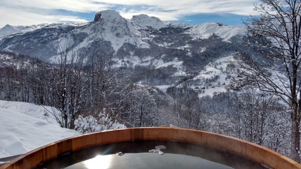 hot-tub-view-chalet-coco-st-martin-de-belleville