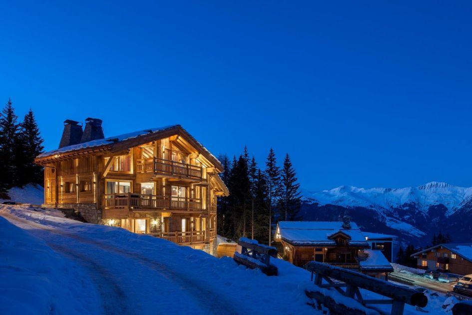 unique ski chalets, luxury ski chalet Courchevel, luxury ski holiday Courchevel 1850, Courchevel 1850 Ski Chalet, Courchevel chalet with a pool
