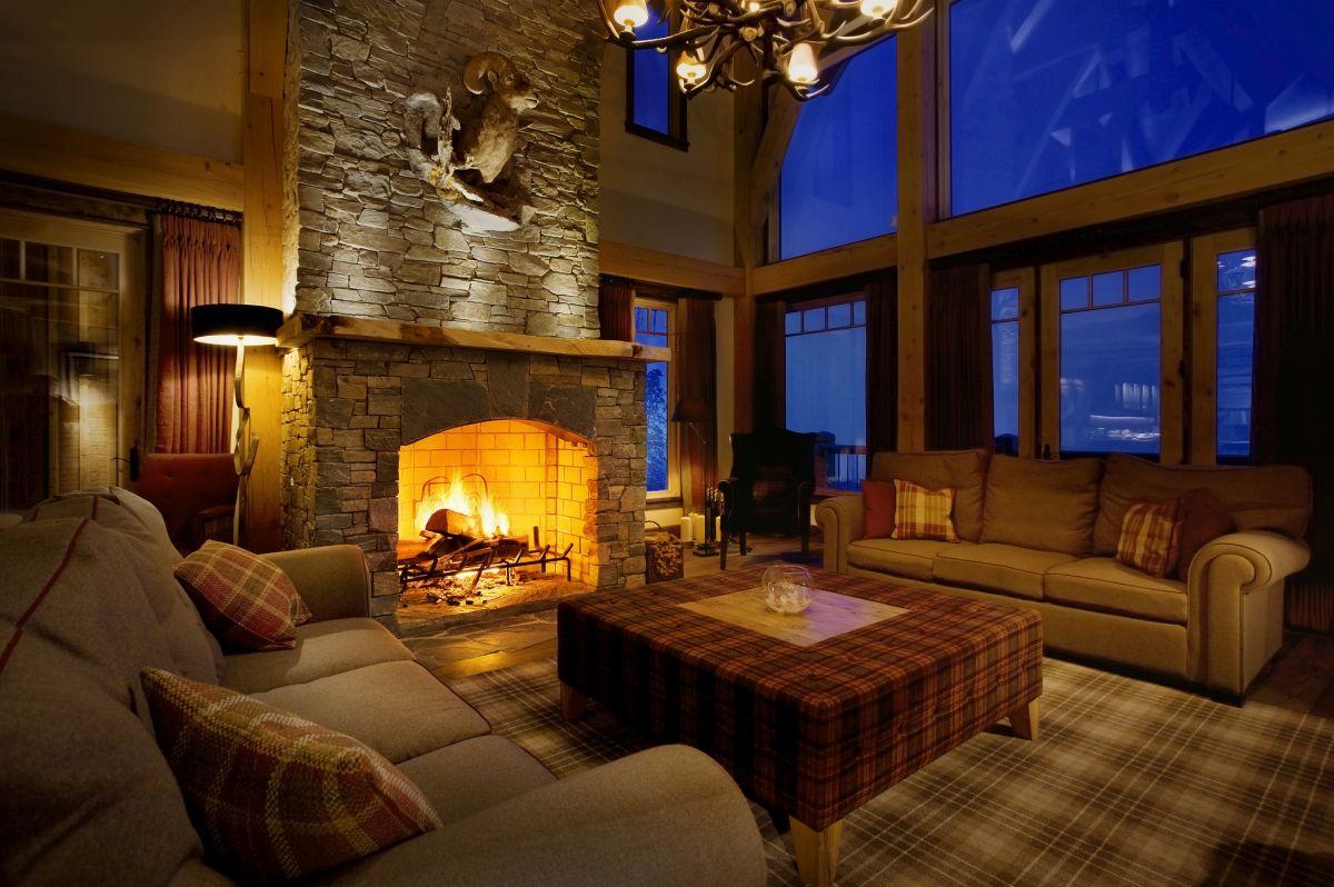 ski lodge Canada, lodge luxury interior design, cosy interior, alpine interior, luxury living room, ski lodge Revelstoke, Bighorn Revelstoke